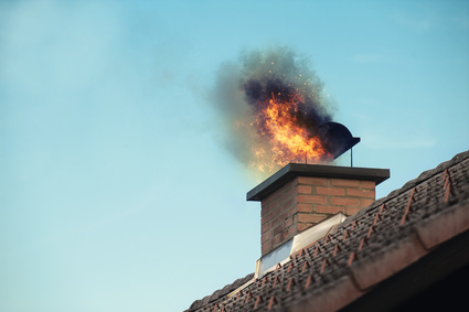 brennender Schornstein auf Wohnhaus